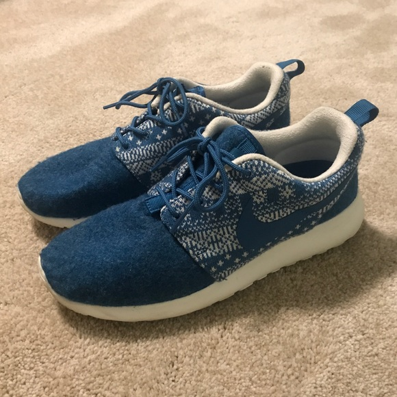 Nike Shoes - Limited blue nike roche one size 7